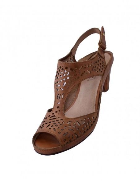 Pantofi geox din piele lacuita bej D52P8C